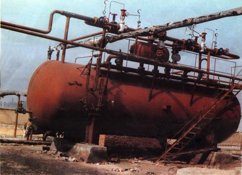 将蒸汽蓄热器并入锅炉供汽系统后即成为锅炉与用汽